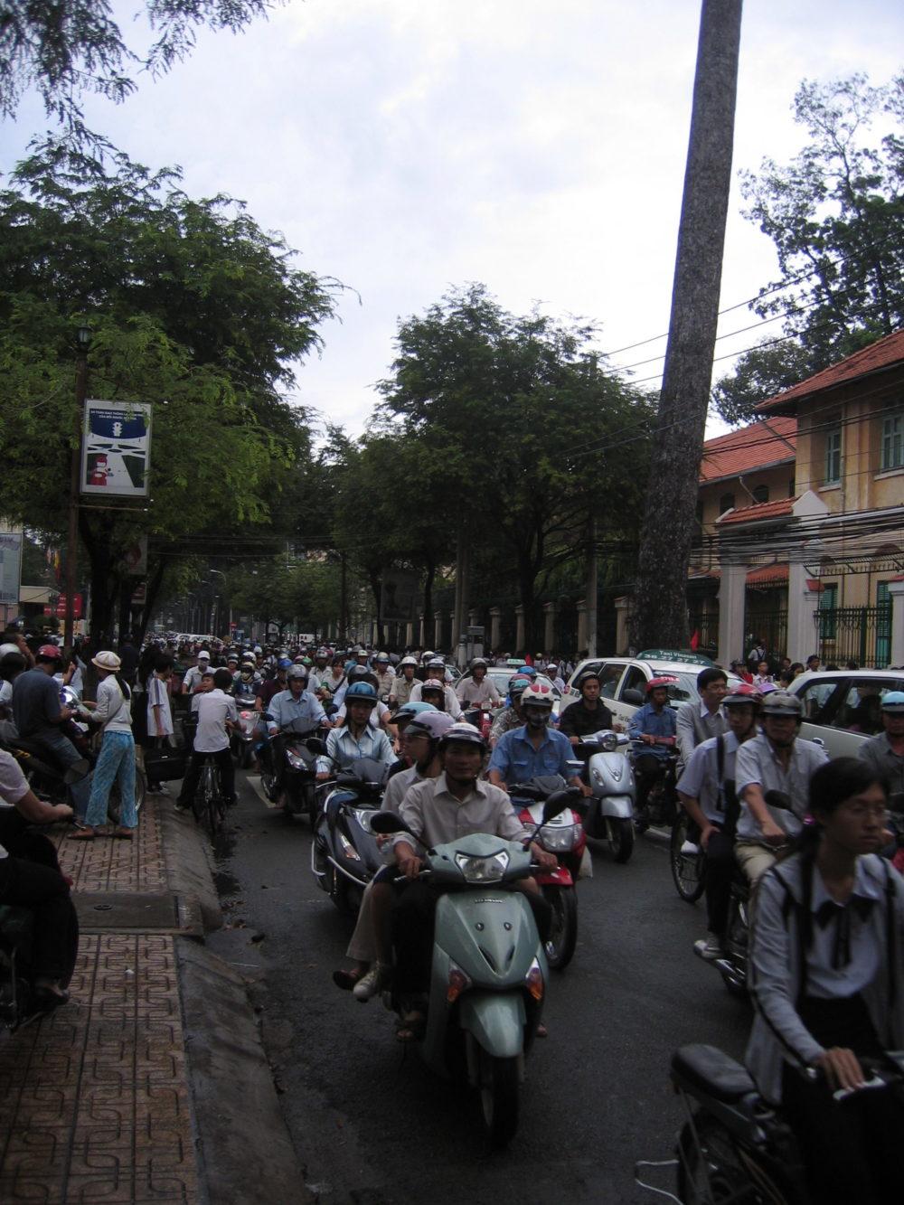 Trafiken i Saigon är galen - men samtidigt väldigt smidig ändå