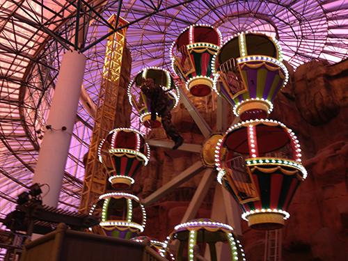 Pariserhjulet i nöjesparken på Circus Circus. Notera zombie:n som hängts upp inför Halloween...