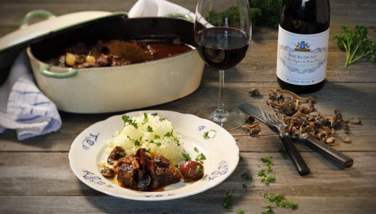 Boeuf bourguignon med trattkantareller och pressad potatis