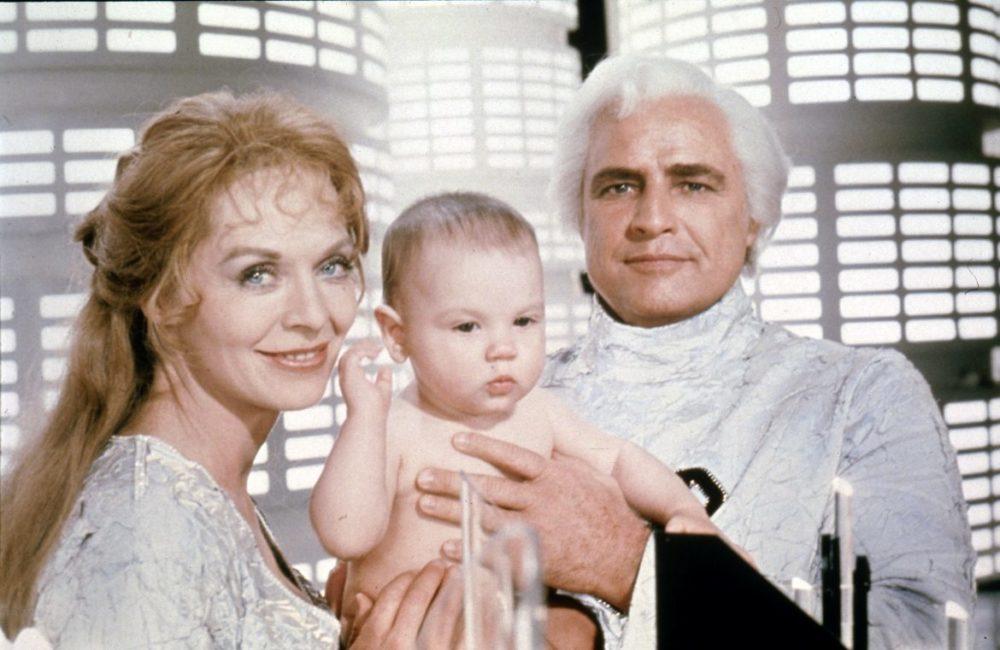 Från den klassiska, första filmen (1978): Marlon Brando som Jor-El, Susannah York som Lara och Christopher Reeves som Kal-El (som vuxen)