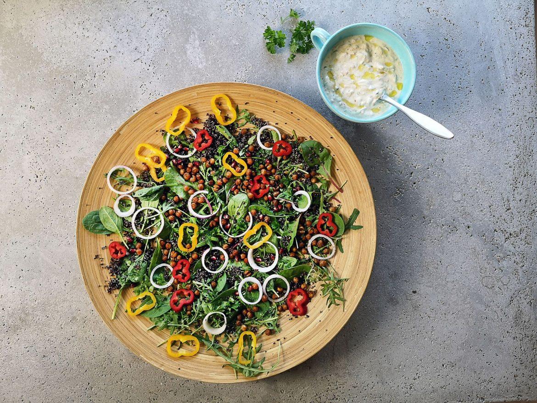 paprika, rucola, spenat, rödlök, kikärter, quinoa