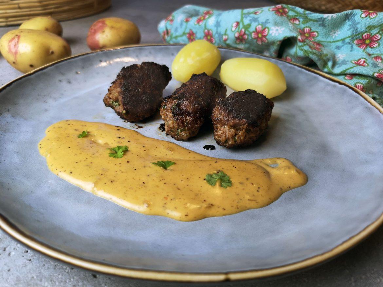 järpar med potatis och pepparsås