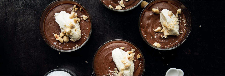 chokladmousse med salt hasselnötter recept