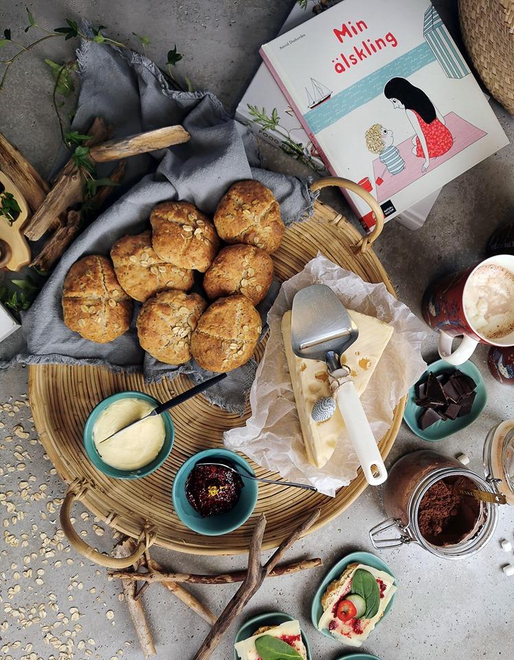 Scones bakade på söndagsmorgonen, frukost för hela familjen