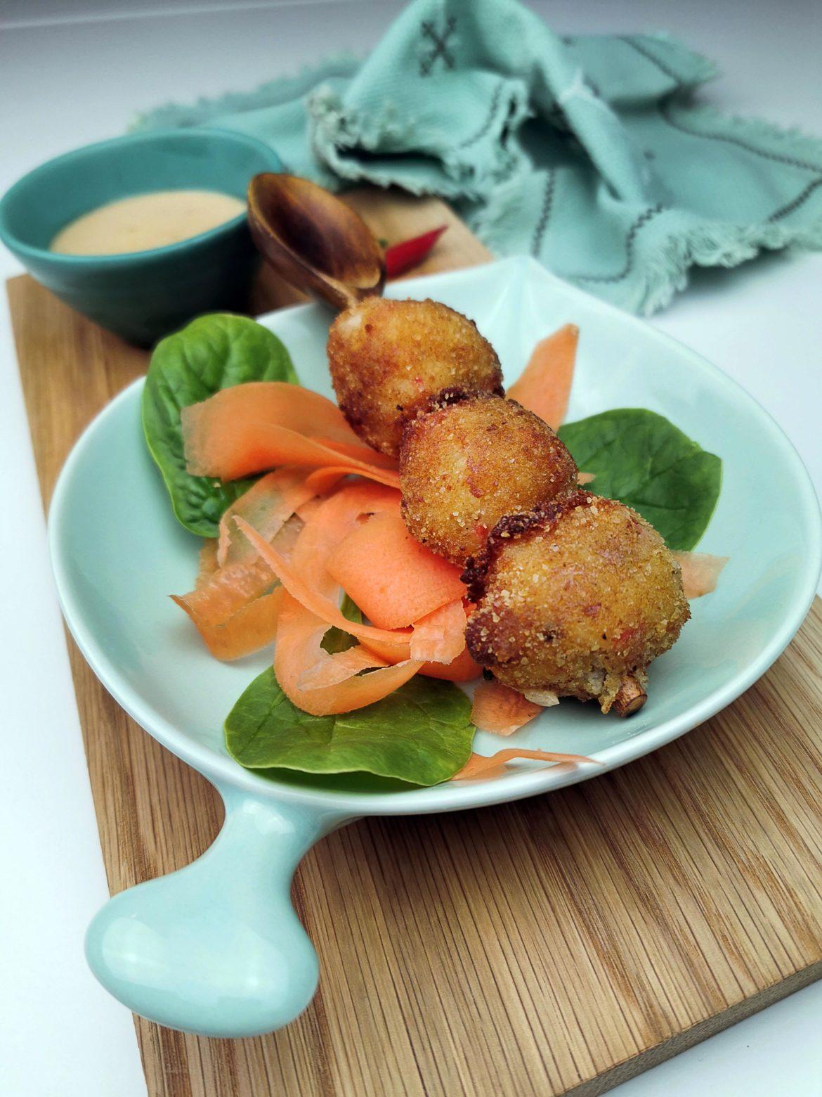 Risbollar med chipotlemajonnäs och grönsaker