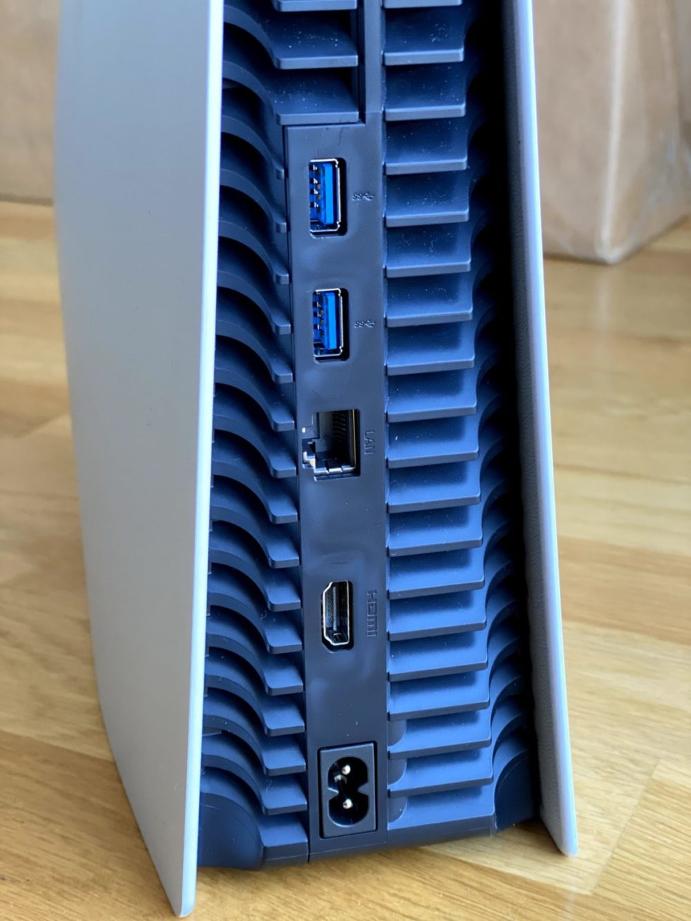 PS5 baksida konsol