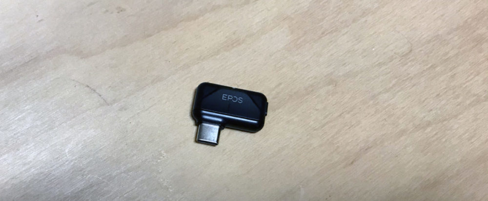 foto: senses.se - Epos - GTW 270 Hybrid - Närbild USB-C Dongeln.