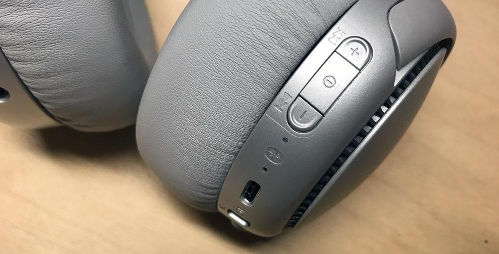 Foto: Senses.se - RB-M700 - Panasonic - Närbild på hörlurarna