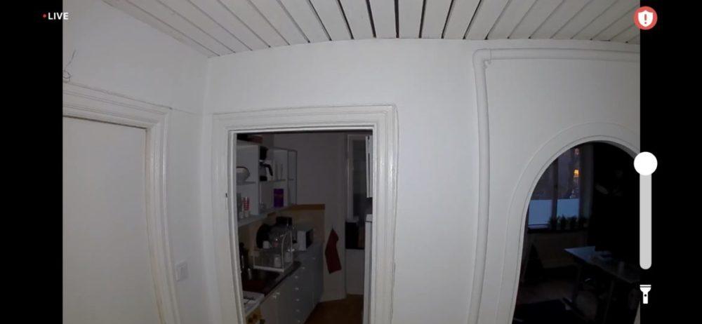 Arlo Essential Spotlight Camera övervakning kontor natt spotlight