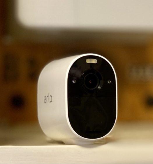 arlo essential spotlight camera recension senses