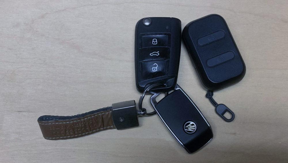 Foto: senses.se - Skullcandy - Dime - Jämför storlek bilnyckel.