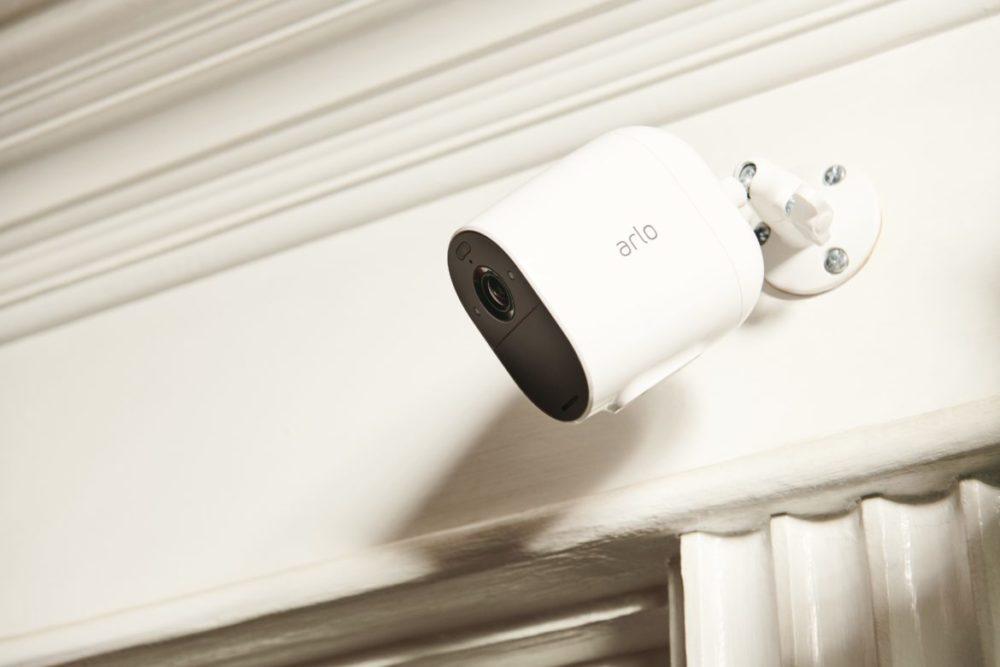 Arlo Essential Spotlight Camera monterad