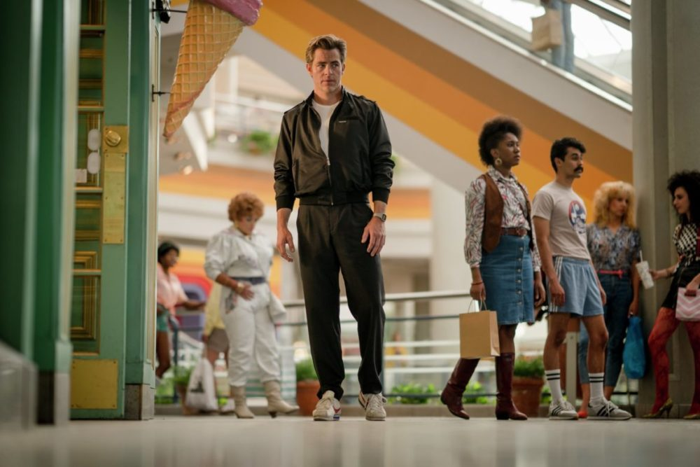 PhotoCredit Clay Enos/ ™ & © DC Comics CopyrightNotice © 2018 WARNER BROS. ENTERTAINMENT INC. Wonder Woman 1984 - Steve walks through the mall.