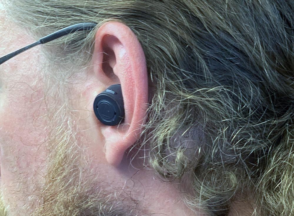 Audio-Technica - ATH-ANC300TW (TWS) - foto: senses.se - Närbild på lur i örat.